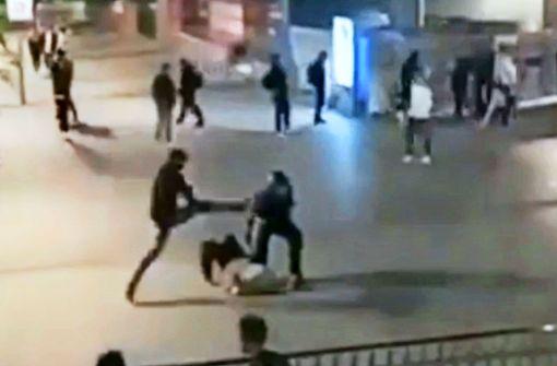 100 Tatverdächtige identifiziert – Angreifer auf Aufnahmen fehlt noch