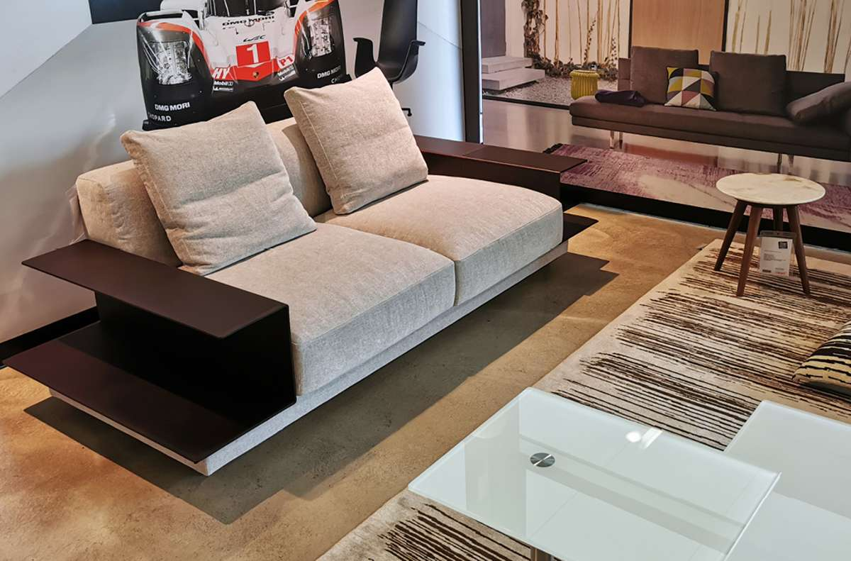 """Schwerpunkt des Sortiments bilden die Möbel von Walter Knoll, wie zum Beispiel das Sofa """"Yuuto"""",... Foto: architare"""