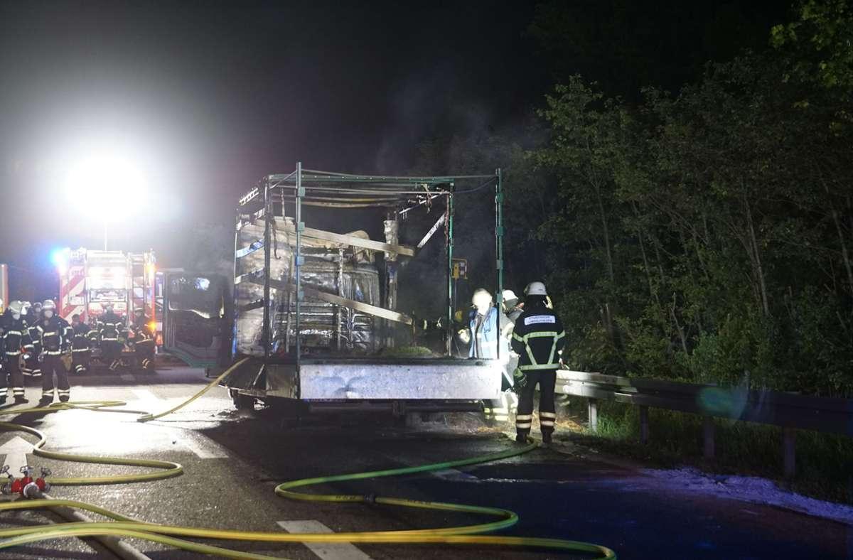 Die Feuerwehr rückte am Freitagmorgen zu einem  Brand auf der A81 aus. Foto: SDMG/Dettenmeyer