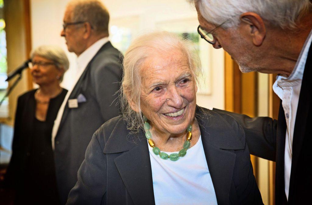 Hildegard Ruoff steht noch immer mit beiden Beinen im Leben. Foto: Horst Rudel