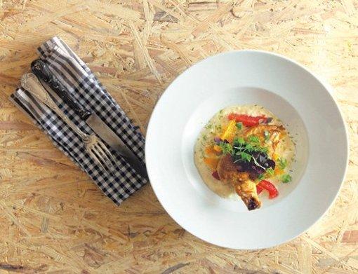 Maispoularde mit Zitrusfrüchte-Risotto und Limettenblätterschaum