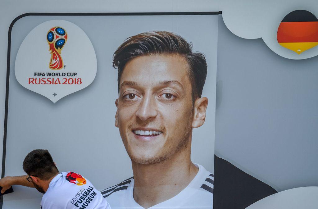 Kritiker bezeichnen Mesut Özils Entscheidung für einen Rückschlag für die Integrationsbemühungen in Deutschland. Foto: dpa