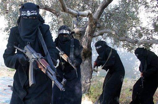 IS-Kämpfer vor laufender Kamera exekutiert