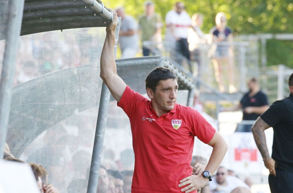 VfB-Trainer Tayfun Korkut sieht einen Erfolg im ersten Testspiel. Foto: Pressefoto Baumann