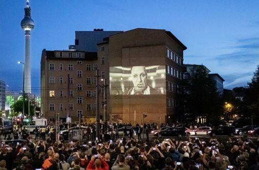 Rammstein zeigt neuen Song auf Hauswand