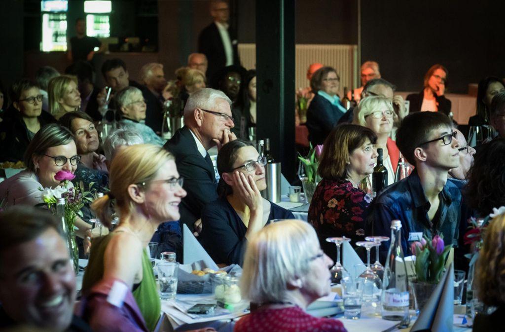 Die 150 geladenen Gäste erlebten im Wizemann bei der Verleihung des Ehrenamtspreises einen unterhaltsamen und informativen Abend. Foto: Lichtgut/Achim Zweygarth