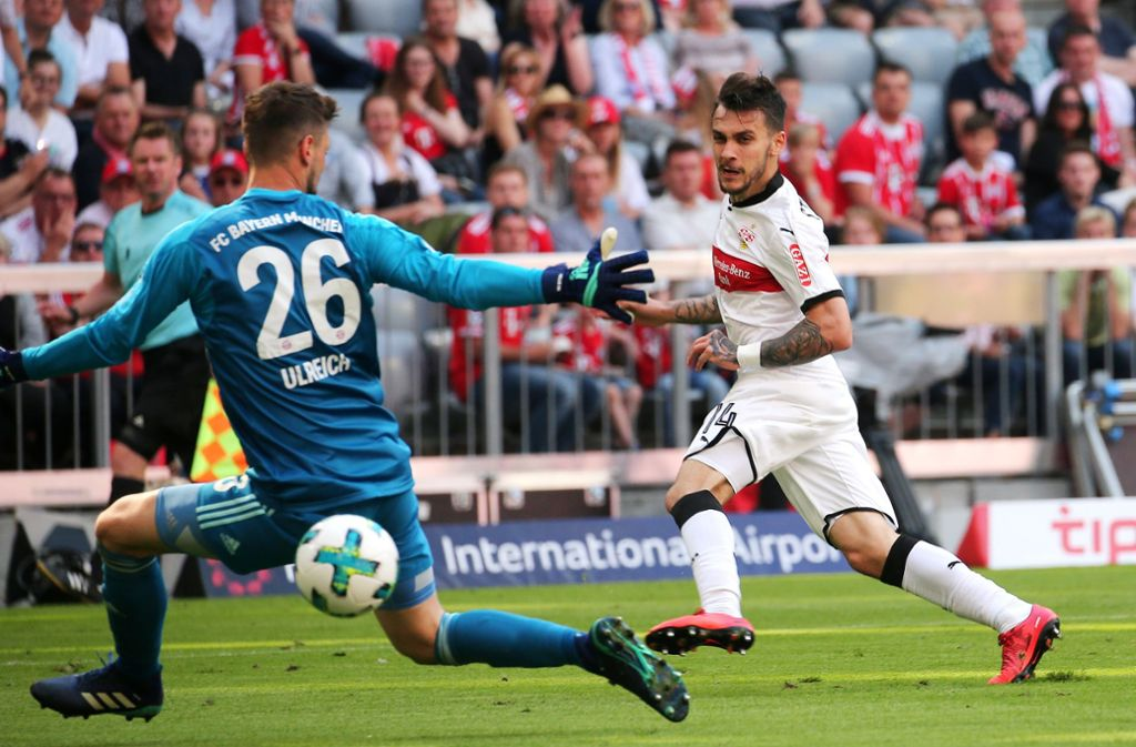 Bayern-Torwart Sven Ulreich ist geschlagen: Anastasios Donis trifft zum 2:1 für den VfB, der am letzten Spieltag der Saison 2017/18 dem großen FCB durch einen 4:1-Sieg die Meisterfeier verdirbt. Foto: Baumann