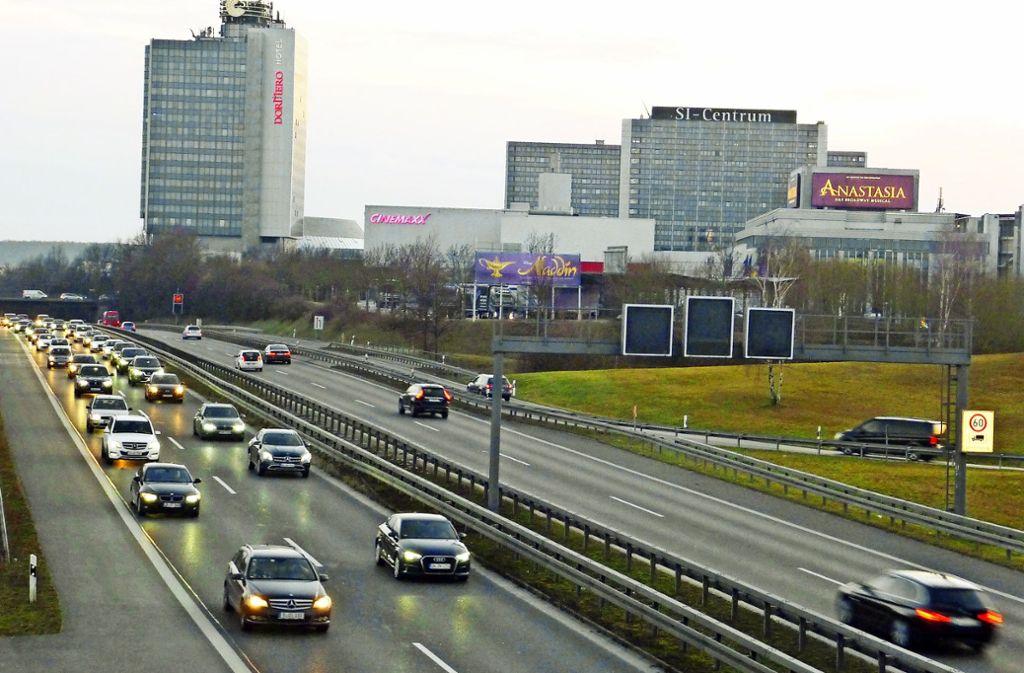 Stau auf der B27: Das führt mitunter dazu, dass Autofahrer über Möhringen ausweichen wollen – und dann dort die Straßen verstopfen. Foto: Sandra Hintermayr