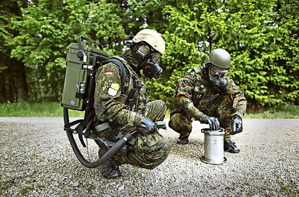 ABC-Abwehr im Einsatz: So weit wollen es die  Anwärter auch einmal bringen. Foto: Bundeswehr/Jana Neumann