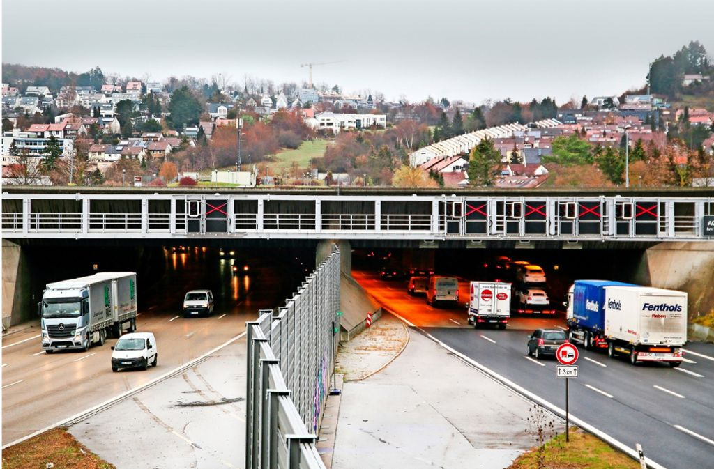 Das Südportal des Engelbergtunnels am Leonberger  Dreieck – das Bauwerk ist insgesamt 2520 Meter lang. Foto: factum/Granville