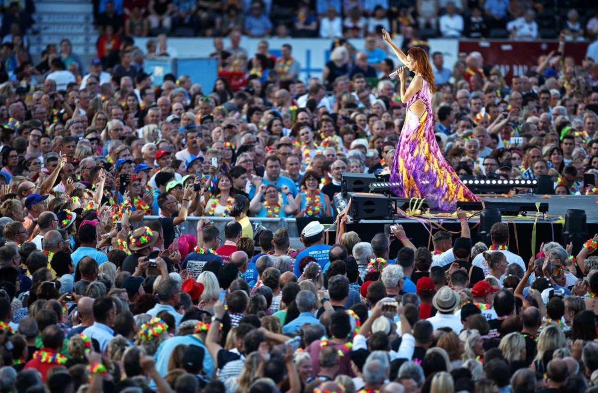 """Solche Bilder wird es von den diesjährigen """"Heimspiel""""-Konzerten nicht geben. Die Fans von Andrea Berg müssen von festen Sitzplätzen aus feiern. Foto: Gottfried Stoppel"""