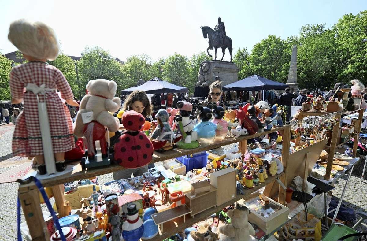 Am Samstag ist es wieder soweit: Der Flohmarkt darf wieder stattfinden. Foto: dpa/Marijan Murat
