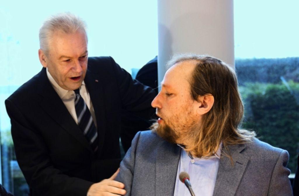 Gegenspieler bei Stuttgart21: Bahnchef Rüdiger Grube begrüßt  Anton Hofreiter (Grüne), den Vorsitzenden des Verkehrsausschusses des Bundestags, vor der Sitzung des G Foto: dpa