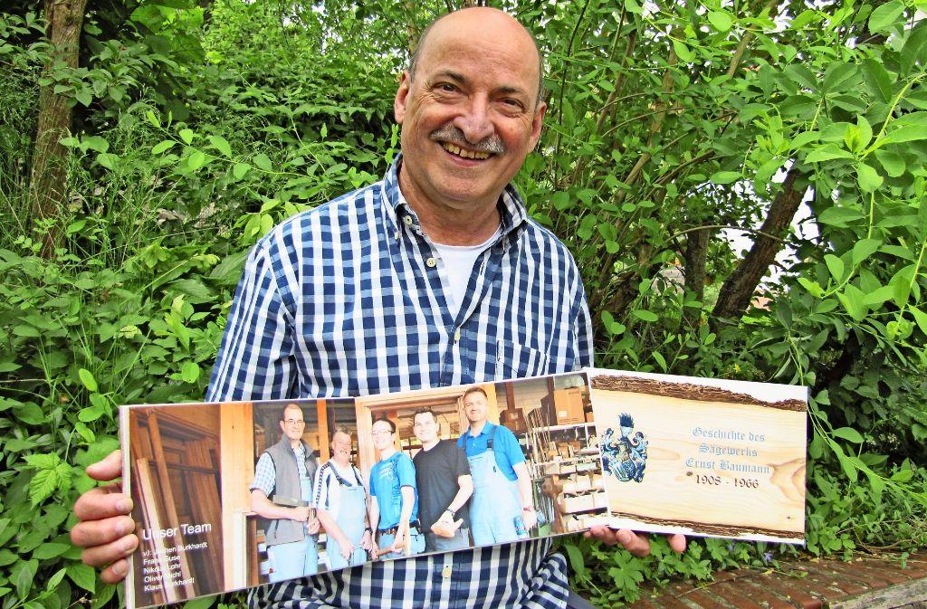 Der Hobby-Historiker Wolfgang Härtel hat zur Firmengeschichte der Glaserei Burkhardt und des ehemaligen Sägewerks Baumann geforscht. Foto: Claudia Barner