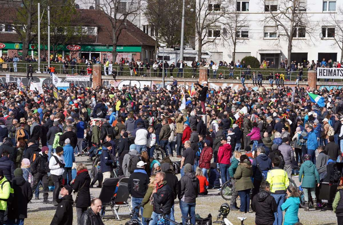 Die Proteste gegen die Corona-Beschränkungen auf dem Cannstatter Wasen haben nun auch im Gemeinderat ein politisches Nachspiel. Foto: Andreas Rosar Fotoagentur-Stuttgart