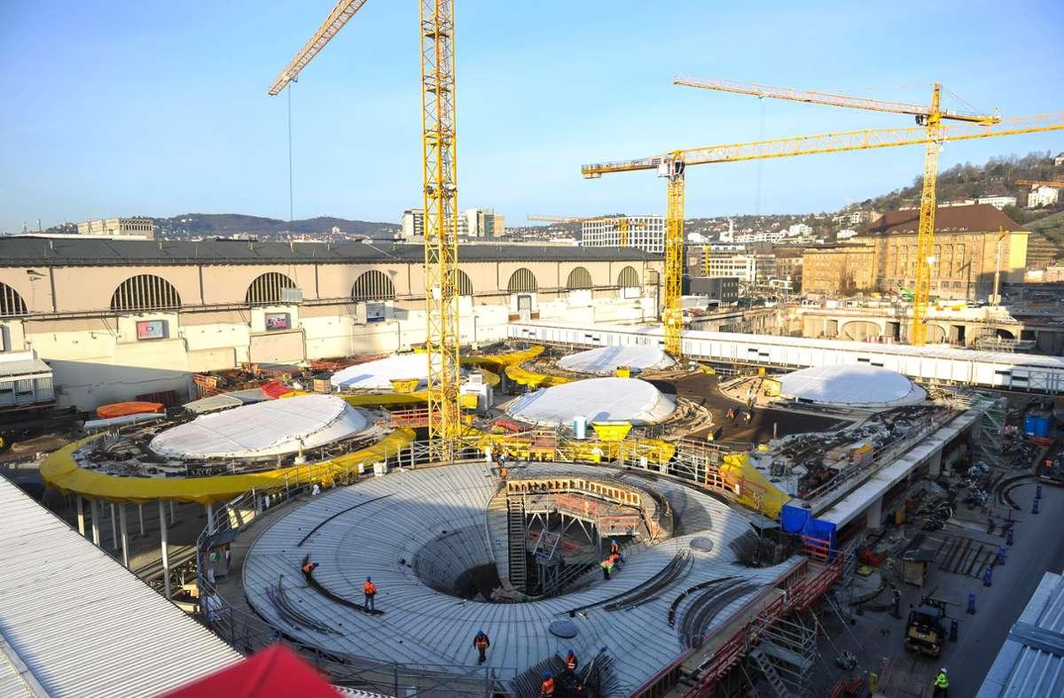 Der neue Tiefbahnhof in Stuttgart gewinnt an Kontur. Im Dezember 2025 soll die gesamte Infrastruktur ans Netz gehen. Zuvor könnte sie aber bereits Ergänzungen erhalten. Foto: Lichtgut/Max Kovalenko