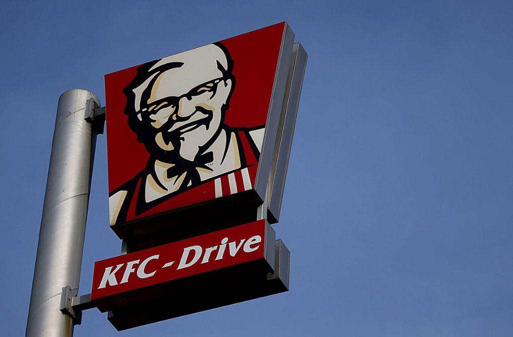 In einer KFC-Filiale ist ein 21-Jähriger schwer verletzt worden. Foto: dpa/Oliver Berg