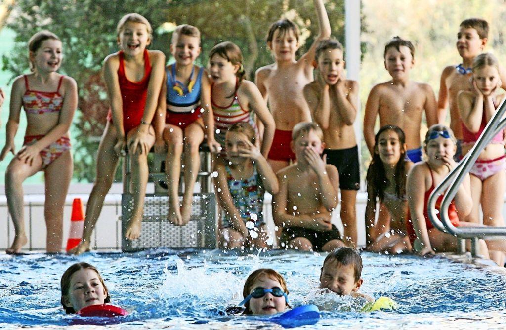 Schwimmunterricht ist Teil des Bildungsplans. Foto: dpa