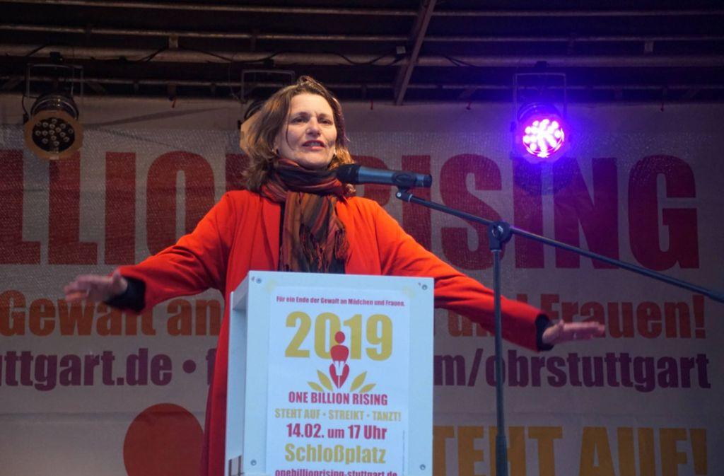 Brigitte Lösch in Aktion: im Februar 2019 bei einer Kundgebung, bei der Gewalt gegen Frauen angeprangert wird. Foto: 7aktuell.de