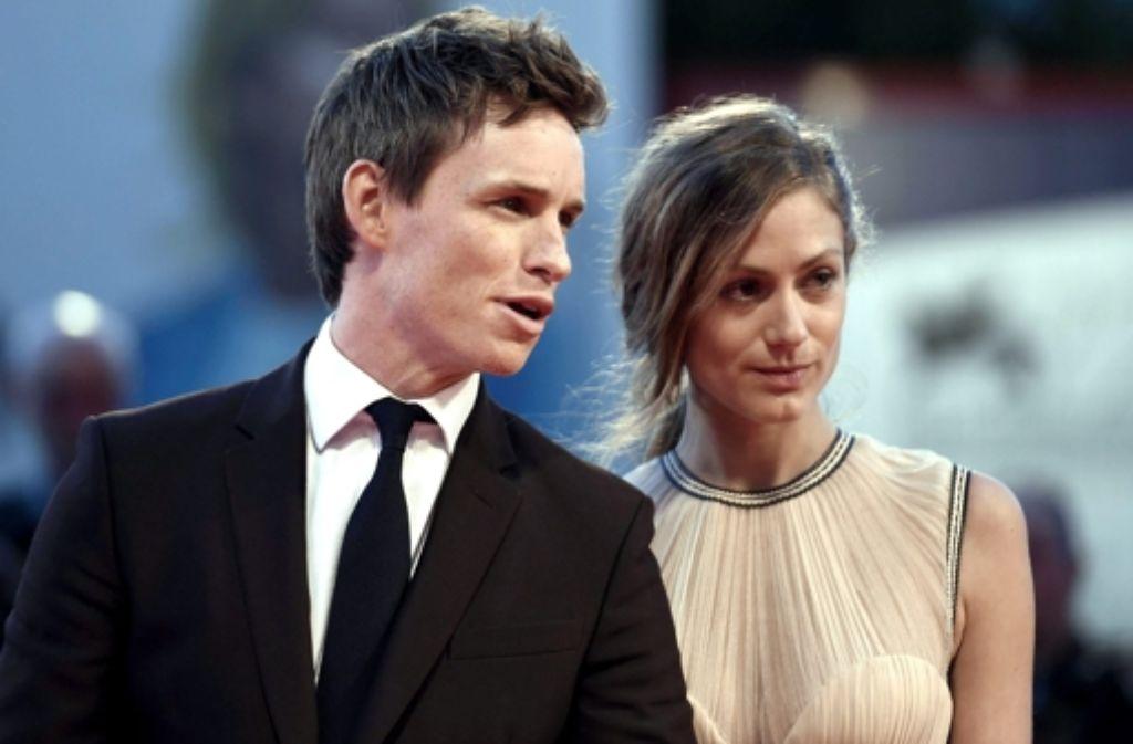 """Eddie Redmayne mit seiner Frau Hannah: In Venedig stellte er seinen Film """"The Danish Girl"""" vor, in dem er eine Transsexuelle spielt. Foto: dpa"""