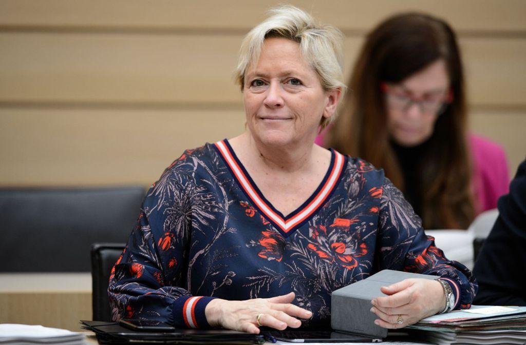 Kultusministerin Susanne Eisenmann hat sich mit Schulleitern aus dem Kreis Ludwigsburg unterhalten. Foto: dpa