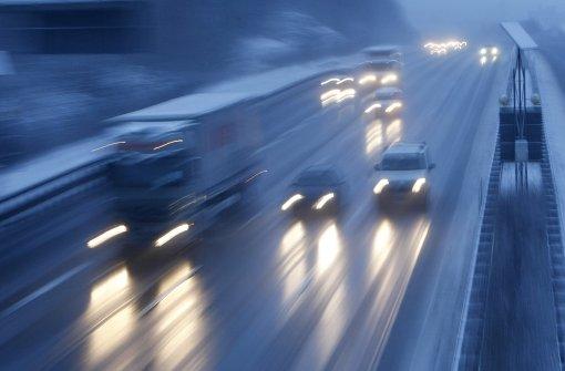 Schneefall sorgt für Chaos auf den Autobahnen