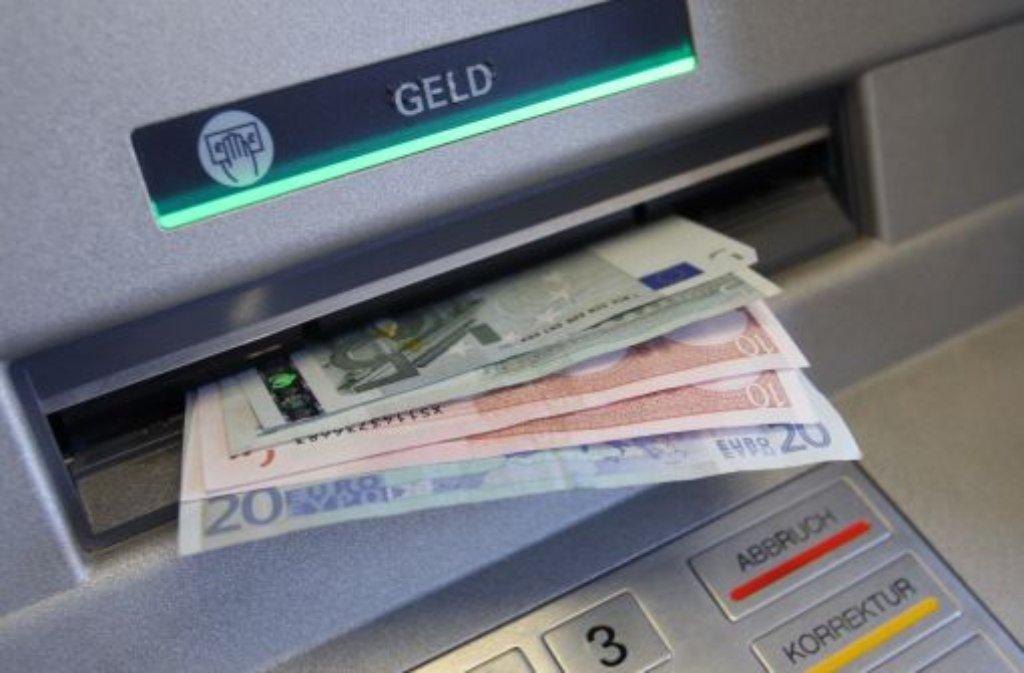 Vorsicht beim Geldabheben in Stuttgart-Mitte: Am Marktplatz haben Unbekannte einen Geldautomaten manipuliert und so eine noch nicht bekannte Zahl von Menschen um ihr Geld gebracht. Foto: dpa/Symbolbild