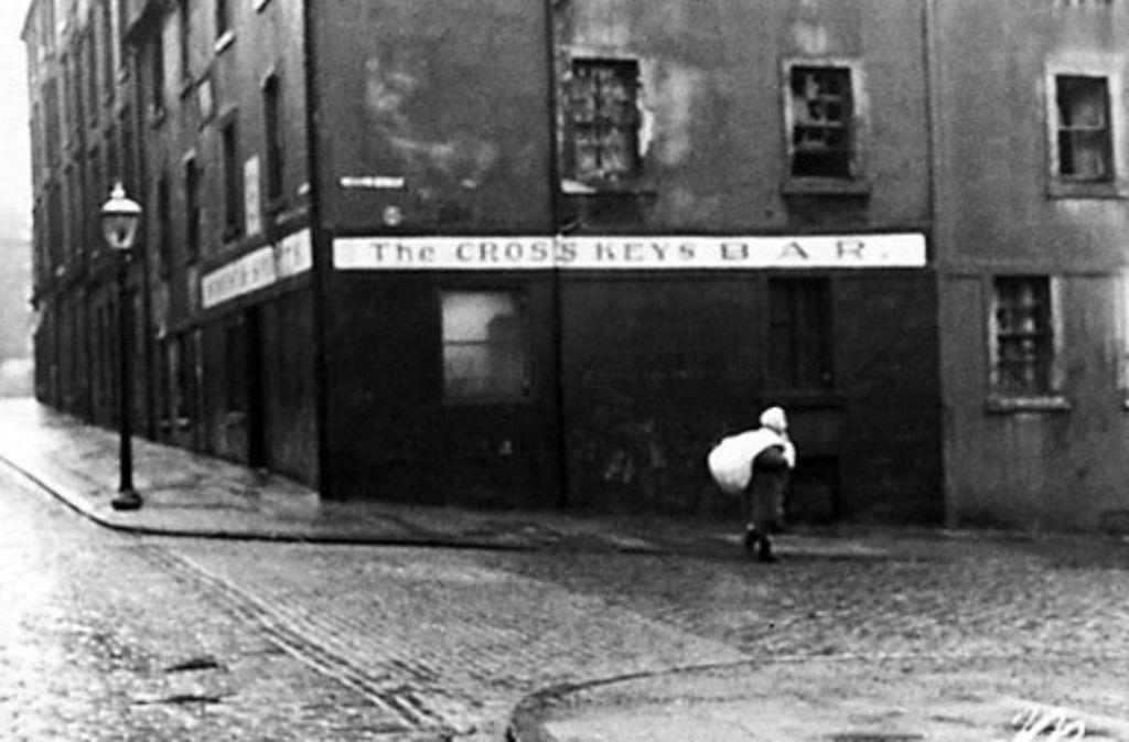 Die harschen Seiten Glasgows, die William McIlvanneys Krimis beschreiben, bilden einen wichtigen Teil des Fotowerks von Oscar Marzaroli. Foto: Mainstream Publishing/Oscar Marzaroli