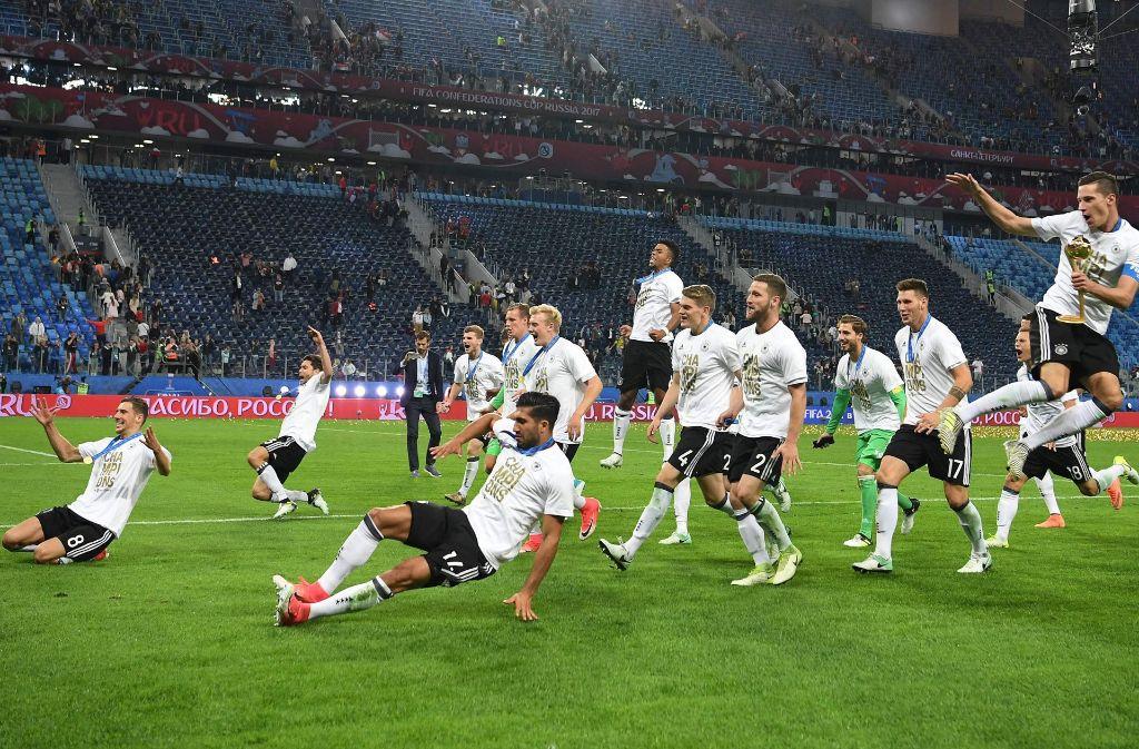 Ausgelassene Freude: die deutschen Spieler bejubeln ihren Erfolg beim Confed-Cup. Foto: AFP