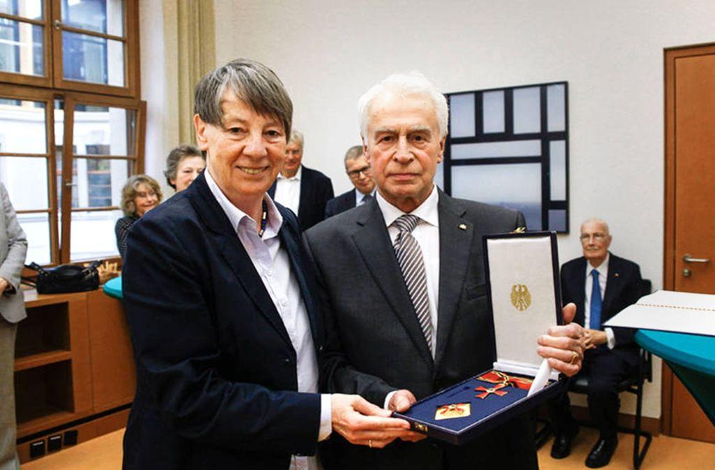 Ordensübergabe 2015: Ministerin Hendricks, Forscher  Greim Foto: Bundesumweltministerium