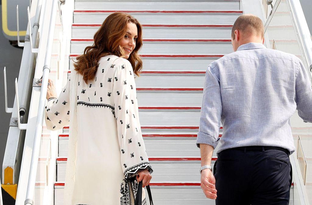 An Bord des Flugzeuges wurden Kate und William ordentlich durchgeschüttelt. Foto: dpa/Peter Nicholls