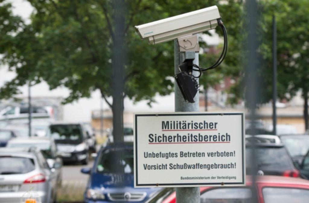 Überwachungskamera am Verteidigungsministerium in Berlin Foto: dpa