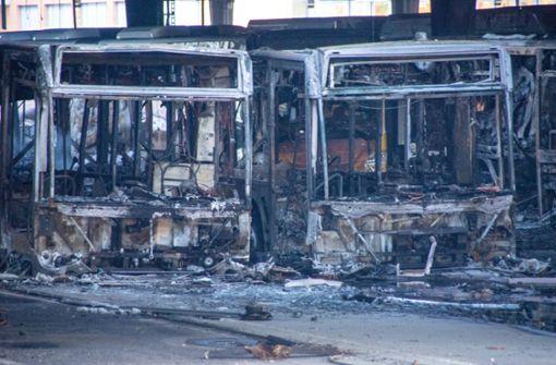 So sieht das abgebrannte Bus-Depot am Tag danach aus