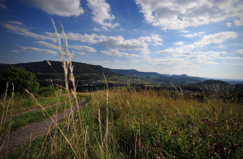 Immer einen Ausflug wert: die Schwäbische Alb in der Nähe von Dettingen im Kreis Reutlingen. Foto: dpa