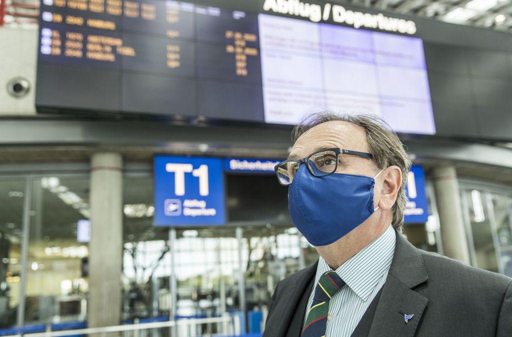 Ein Bild des Grauens für Flughafenchef Walter Schoefer: Der Terminal 1 ist leer und die Corona-Pandemie hat die Zahl der angezeigten Abflüge drastisch reduziert. Foto: Flughafen Stuttgart/Maks Richter
