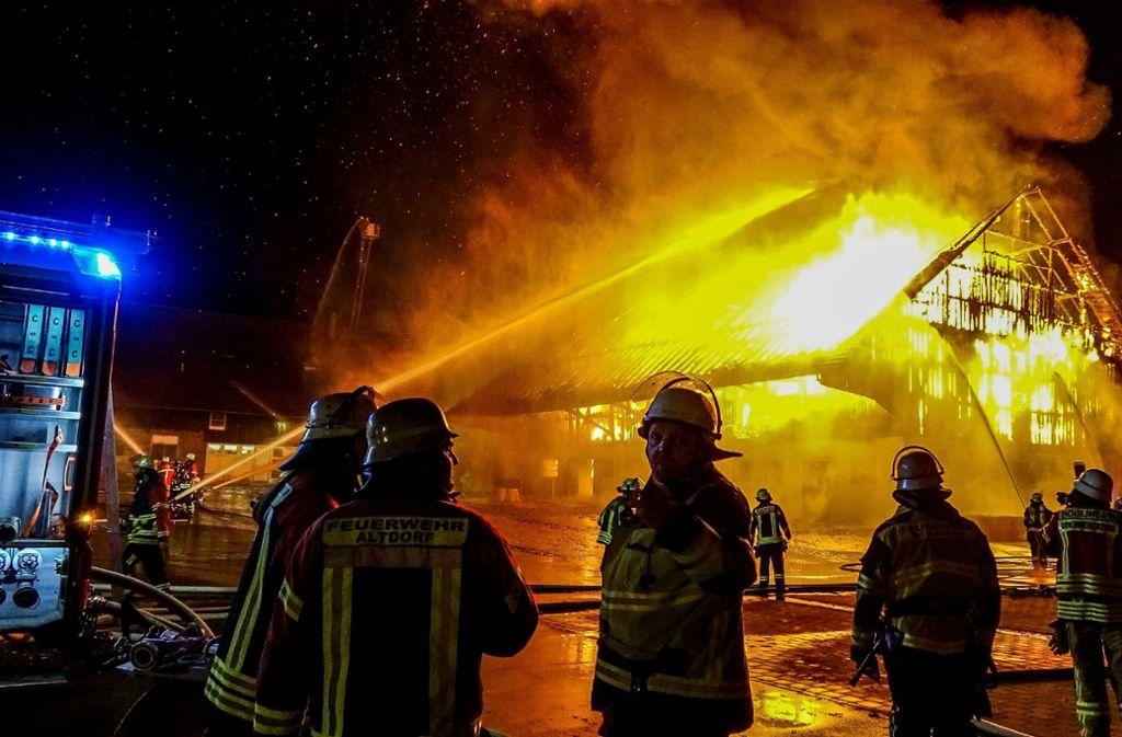 Die Feuerwehr war in der Nacht zu Mittwoch in Holzgerlingen in einem Großeinsatz. Foto: SDMG