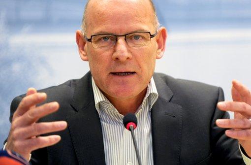 Winfried Hermann fordert aktuelle Unterlagen über die Kostenexplosion bei Stuttgart 21. Foto: dpa