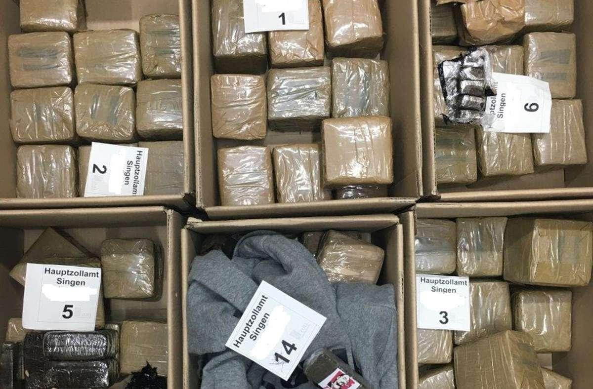Die Zöllner stellten mehr als 60 Kilogramm Haschisch sicher. Foto: Hauptzollamt Singen