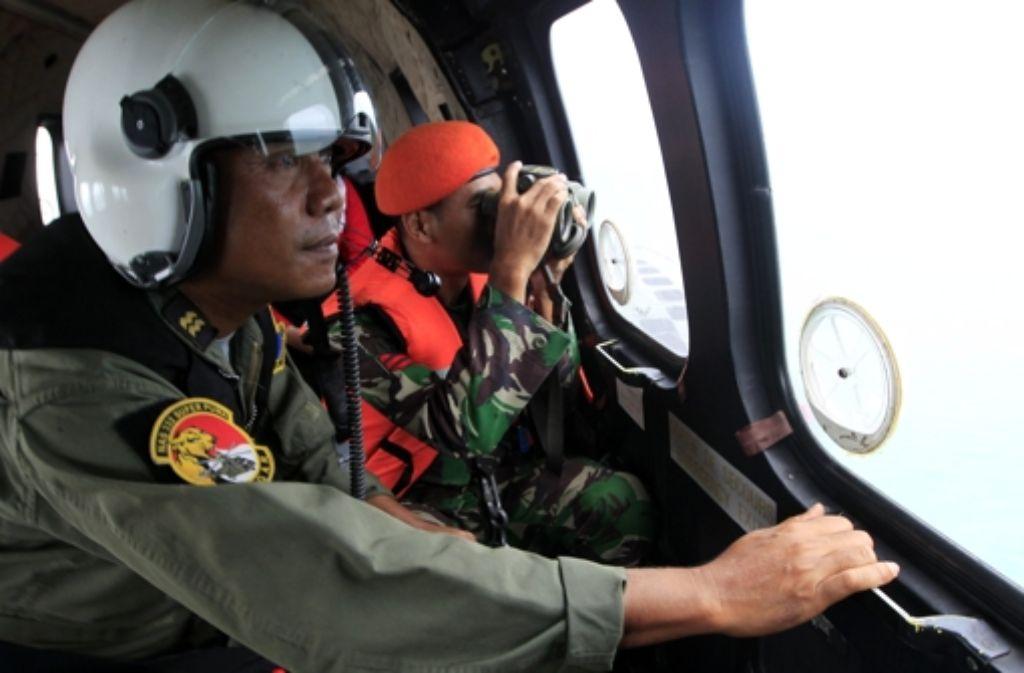 Die Suche nach den Flugschreibern geht unvermindert weiter. Foto: EPA POOL