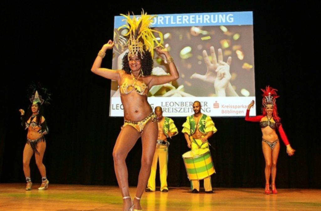 Die Bahia Dance Group bietet einen Vorgeschmack auf das Fußball-Großereignis in Brasilien. Foto: factum/Bach