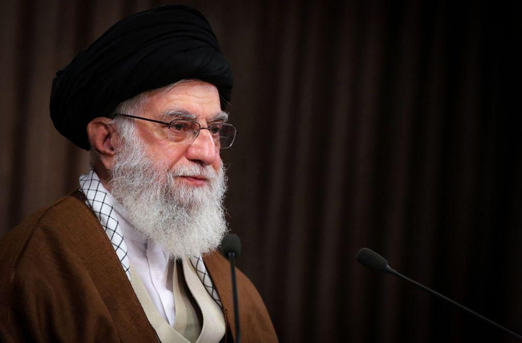 """Ajatollah Ali Chamenei, oberster Führer des Iran, hielt anlässlich des jährlichen Al-Kuds-Tages eine Fernsehansprache, in der er von Israel als """"krebsartigem Tumor"""" sprach. Foto: dpa"""