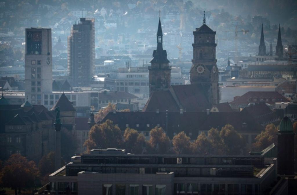 Die Kirchen prägen auch in Stuttgart das Bild der Stadt – aber die  großen christlichen Glaubensgemeinschaften leiden unter Mitgliederschwund. Foto: Lichtgut/Achim Zweygarth