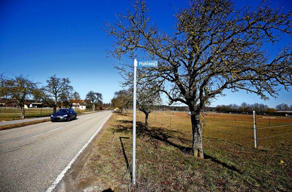 Das Gelände am Pfuhlweg wird bereits erschlossen. Jetzt steht auch fest, wer hier bauen wird. Foto: factum//Simon Granville