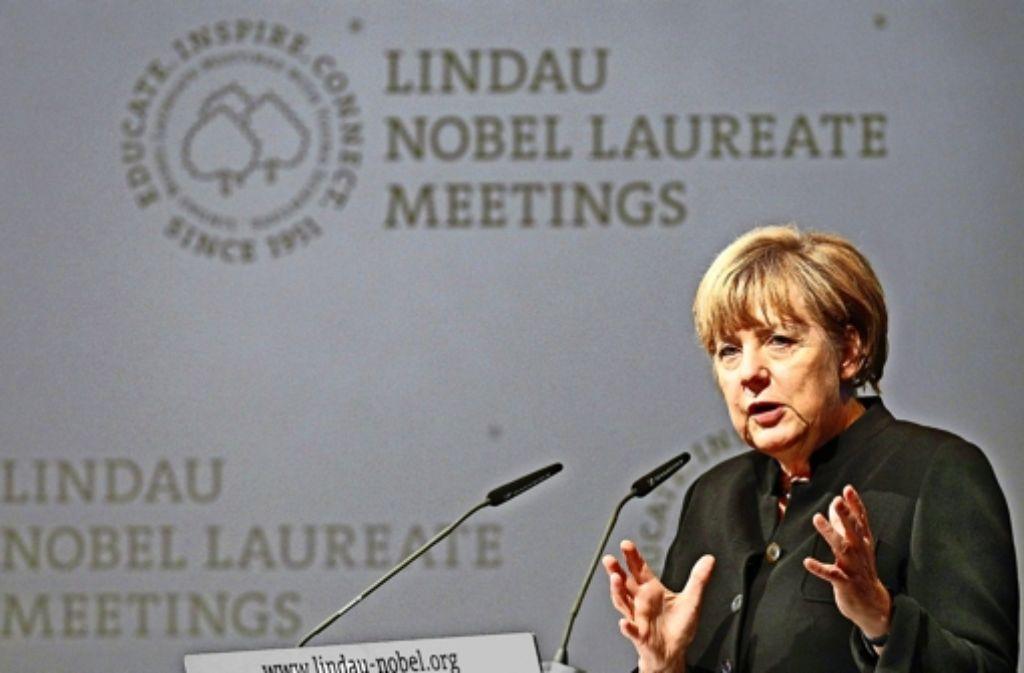 Kanzlerin Angela Merkel redet zur Eröffnung der  5. Lindauer Tagung der Wirtschaftswissenschaften offen über die Probleme der EU: Während in Brüssel um einheitliche Regeln gerungen werde, suchten einzelne EU-Mitglieder   bereits wieder Vorteile für sich. Foto: dpa