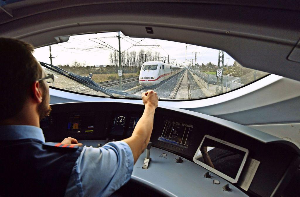 Die Züge können fahren: Nach der Tarifeinigung mit der größten Gewerkschaft sind Streiks in diesem Jahr erst einmal vom Tisch. Foto: ZB