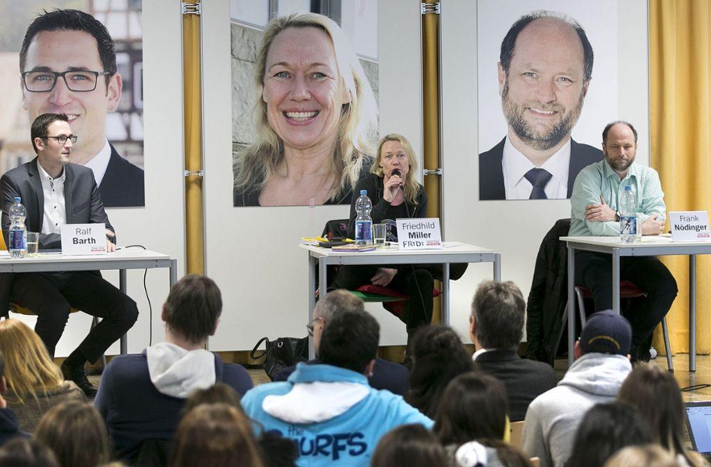 Ralf Barth, Friedhild Miller und Frank Nödinger (von links), hier bei einer Podiumsdiskussion in der Albert-Schweitzer-Schule,  wollen auf den Chefsessel im Denkendorfer Rathaus. Foto: Horst Rudel