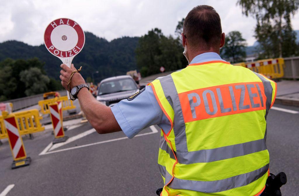 Nicht nur in Bayern, auch in Baden-Württemberg werden die Grenzkontrollen verstärkt. (Archivbild) Foto: dpa/Sven Hoppe