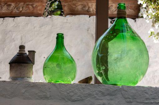 In diesem Artikel zeigen wir Ihnen 4 Möglichkeiten, wie Sie auch große Weinballons reinigen können.