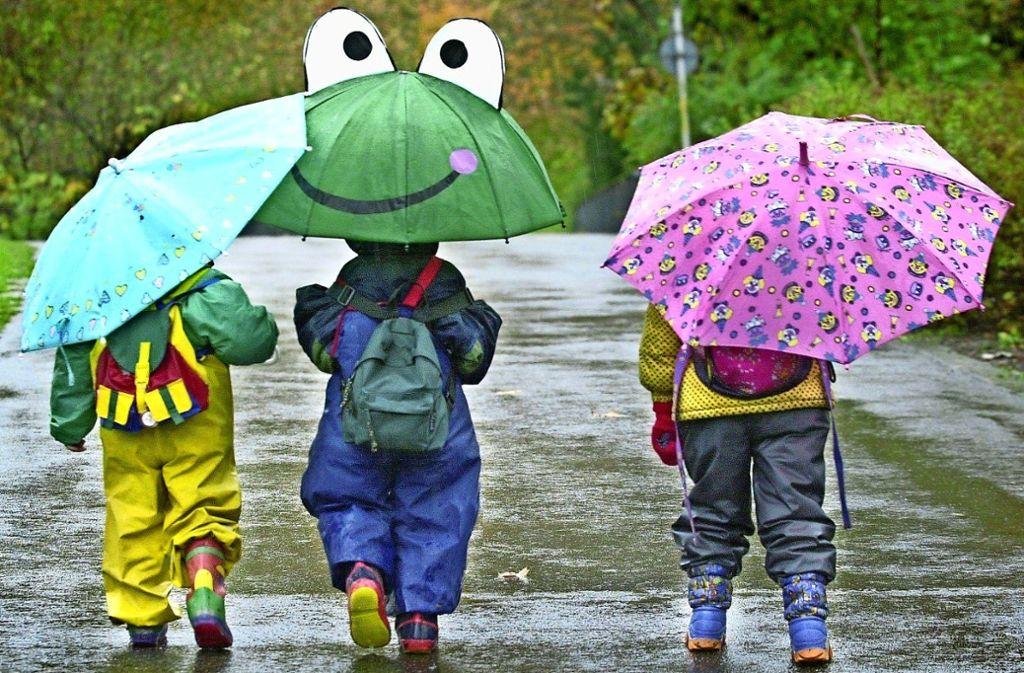 Für die Mädchen und Jungen des katholischen Kindergartens St. Ulrich wird der Weg zum Kindergarten künftig etwas länger sein. Foto: dpa/Rolf Haid