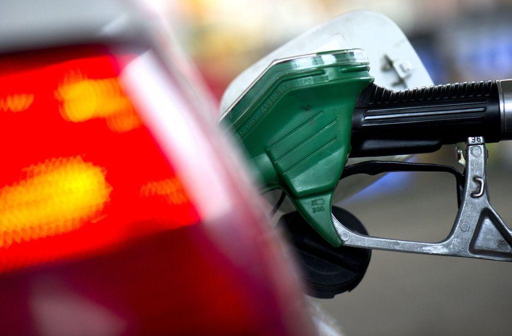 """In Schwieberdingen ist ein so genannter """"Benzinbettler"""" unterwegs. Foto: dpa"""